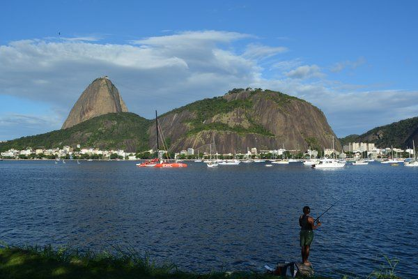 Vista del Morro de Urca y Pan de Azúcar desde el Aterro de Flamengo trekking morro urca