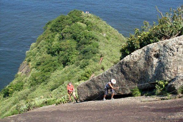 Pequeño tramo que requiere escalada trekking pan de azucar rio de janeiro