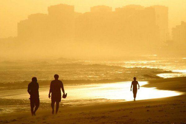 Un tranquilo paseo al atardecer por la playa de Barra da Tijuca - los mejores lugares para ver el atardecer en Río de Janeiro