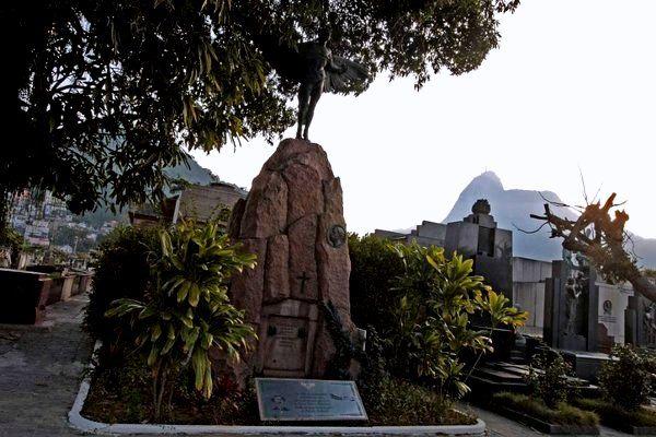 Tumba de Santos Dumont Cementerio Sao Joao Bautista quiere ser uno de los sitios turísticos de Rio de Janeiro