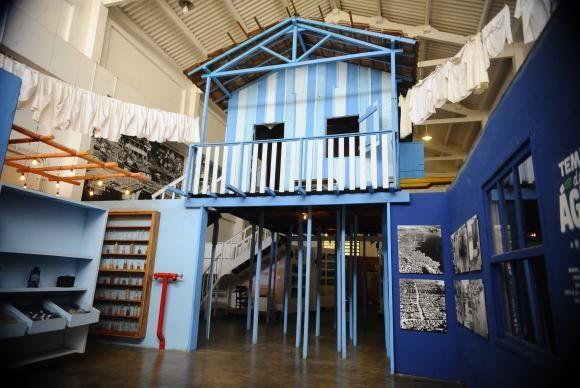 casa sobre palafitos en el museo da mare rio de janeiro