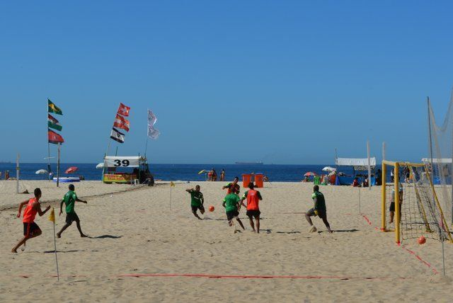 Fútbol playa en las arenas de Copacabana rio de janeiro