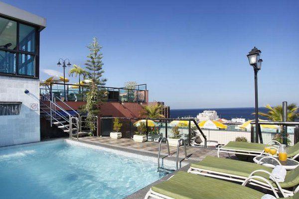 Terraza del hotel Mirasol Copacabana hoteles con piscina en copacabana