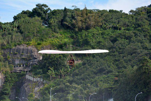 La increíble Floresta da Tijuca desde el aire ala delta en rio de janeiro