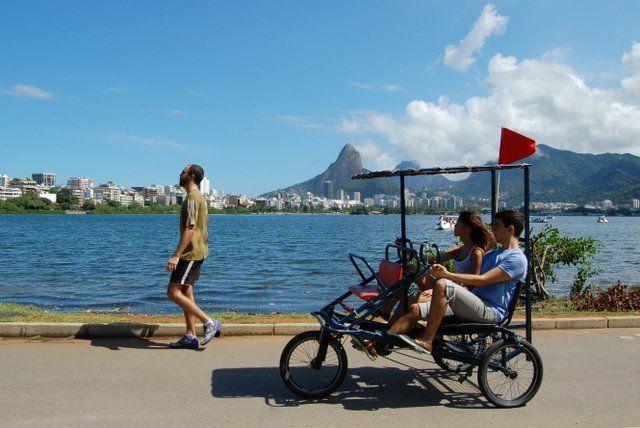 Triciclo en la laguna Rodrigo de Freitas