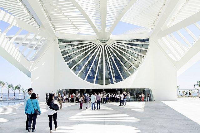 Entrada de visitantes al Museo del Mañana de Río de Janeiro