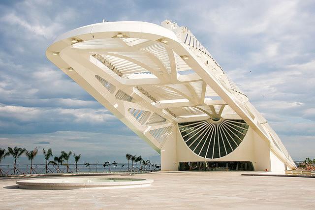 Acceso principal del Museo del Mañana de Santiago Calatrava en Río de Janeiro